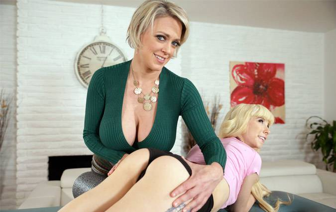 allgirlmassage-dee-williams-kenzie-reeves-learning-from-the-best