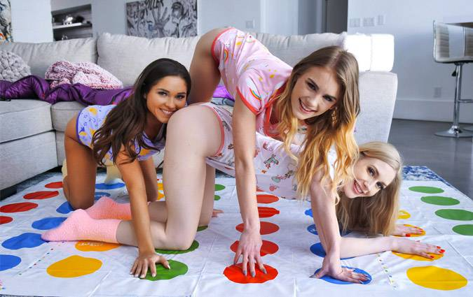 bffs-natalie-knight-emma-starletto-zoe-bloom-pussies-and-pajamas